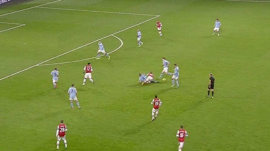 kompany-tackle-on-wilshere-05
