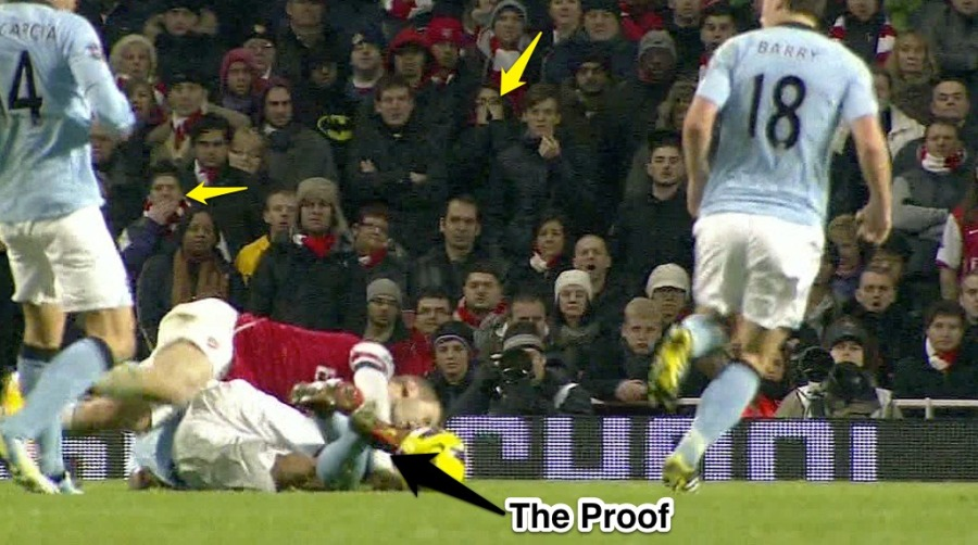 kompany-tackle-on-wilshere-09